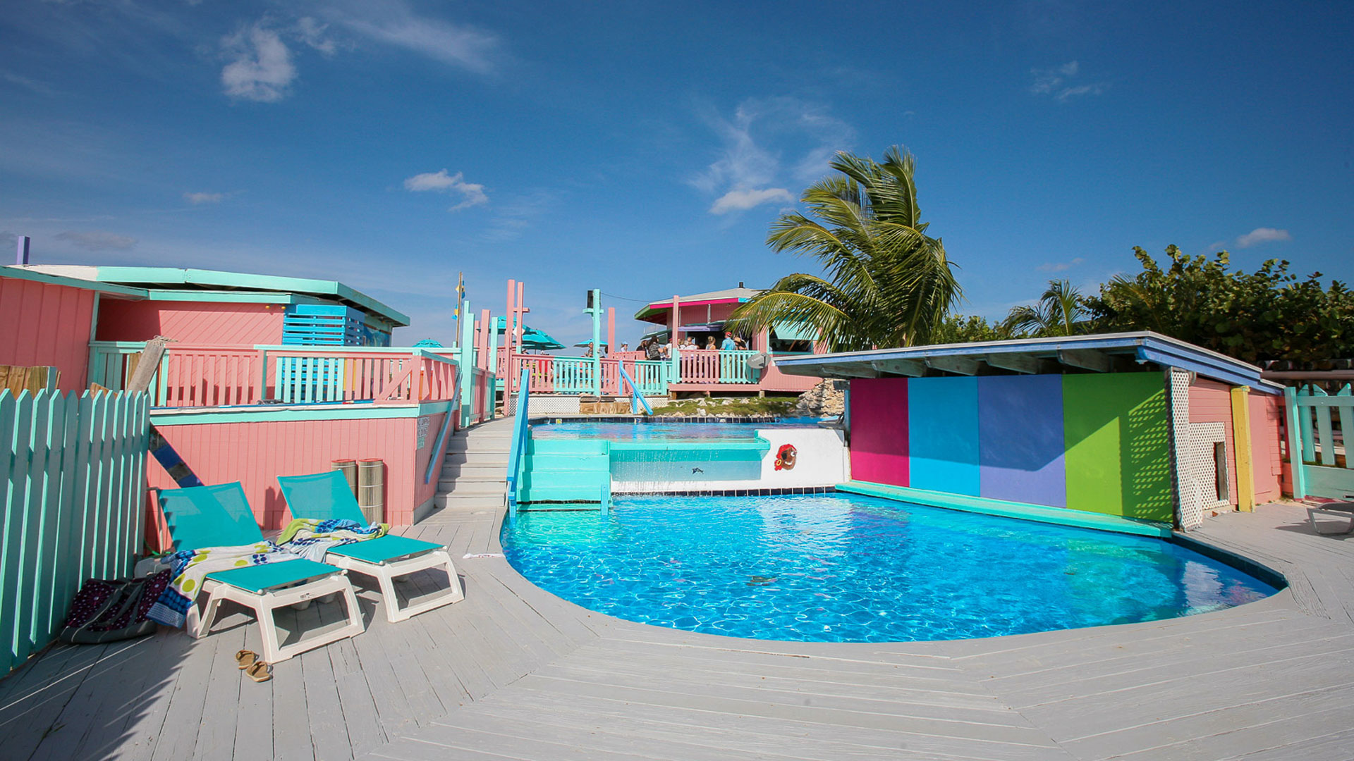 Nipper's Beach bar on Guana Cay - View to the beach